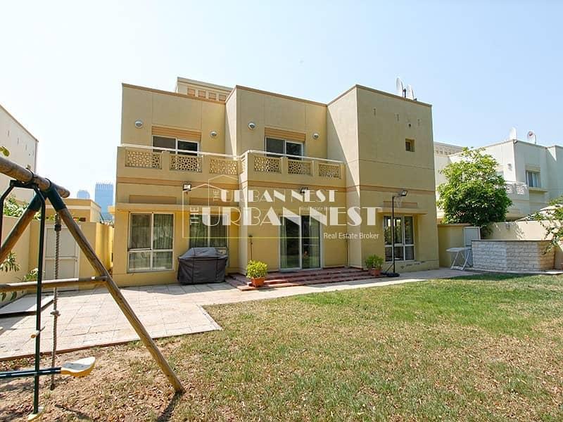 14 Bright family villa near community park