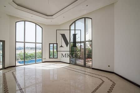 4 Bedroom Villa for Rent in Palm Jumeirah, Dubai - Beachfront | Central Rotunda | Vacant Now