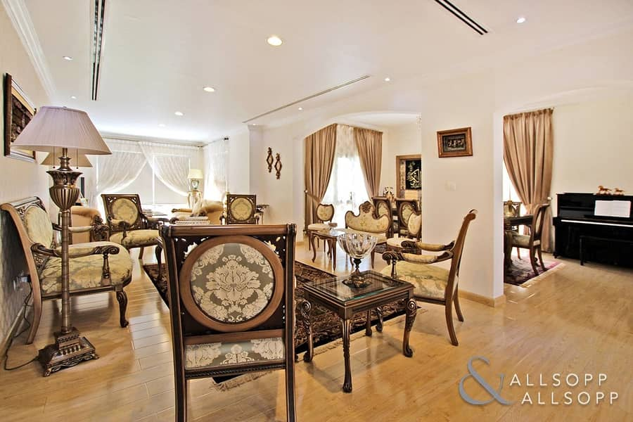 2 Exclusive | Skyline View | 5 Bed | Pool