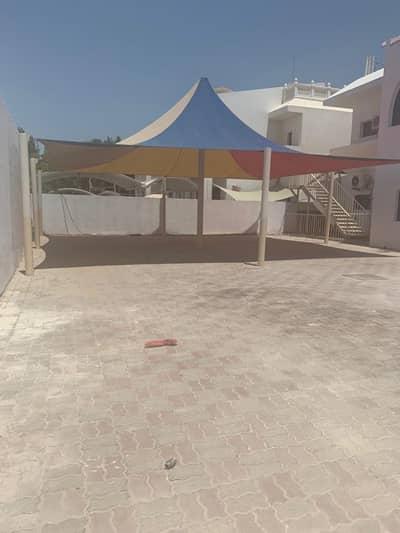 فيلا تجارية 6 غرفة نوم للايجار في القرم، أبوظبي - فيلا تجارية في القرم 6 غرف 200000 درهم - 4156919