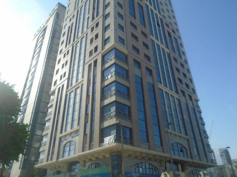 شقة في برج الجميرا شارع النجدة 1 غرف 47000 درهم - 4157548