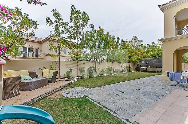 10 Beautiful 3BR+M Villa | Close to Pool and Park