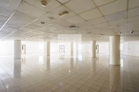 Shop for Rent in Jebel Ali, Dubai - Spacious Workshop | Low Floor | Freezone