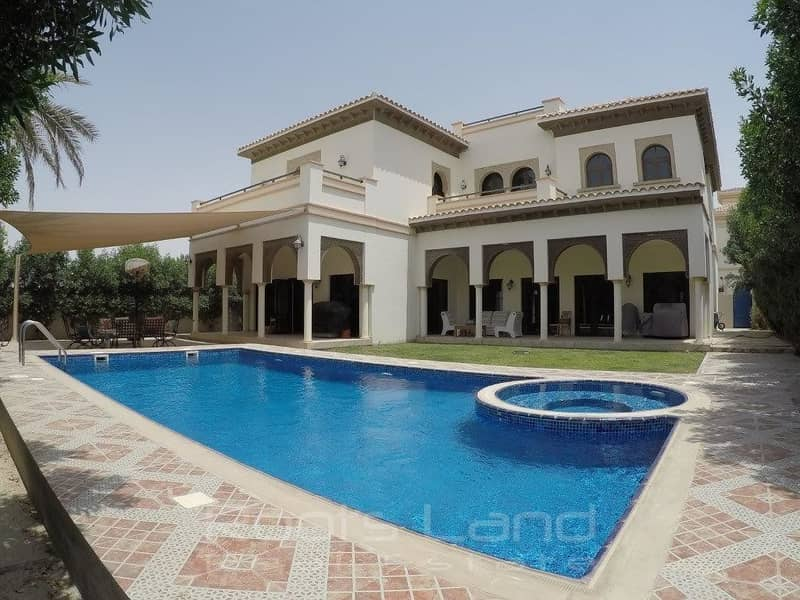 2 Amazing 5 bed villa with pool in Ponderosa
