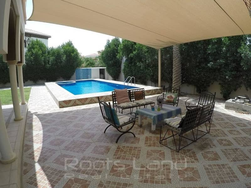 10 Amazing 5 bed villa with pool in Ponderosa