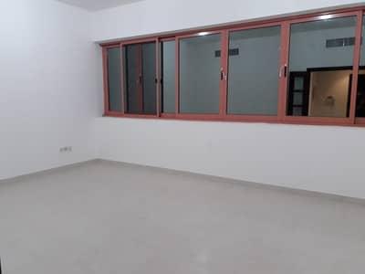 شقة 2 غرفة نوم للايجار في شارع الفلاح، أبوظبي - شقة في شارع الفلاح 2 غرف 60000 درهم - 4160080