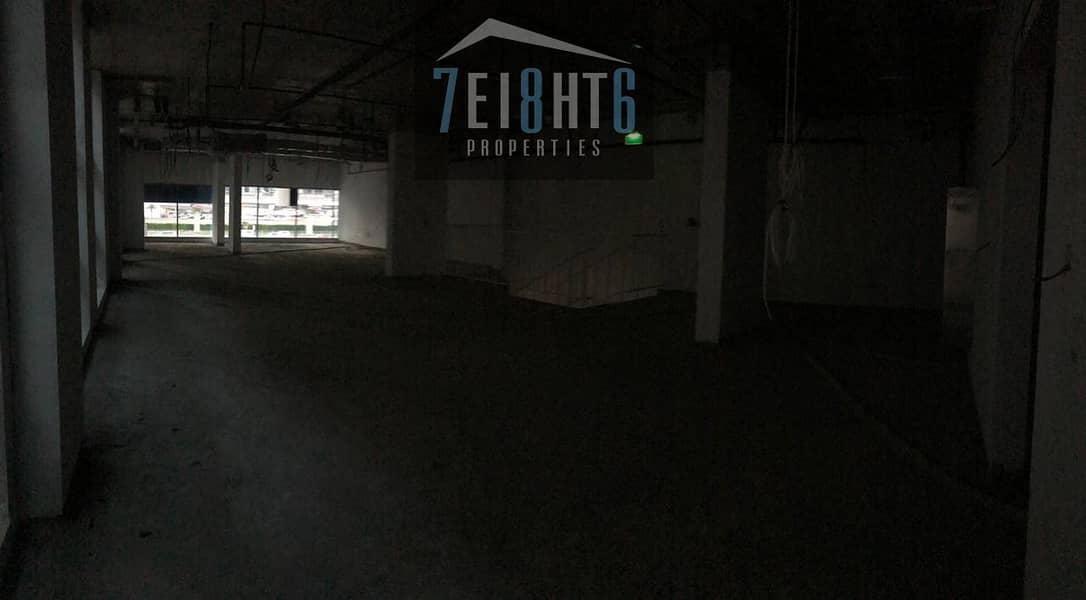 Showrooms: 4