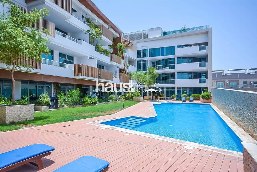 Well maintained large Studio with outdoor terrace