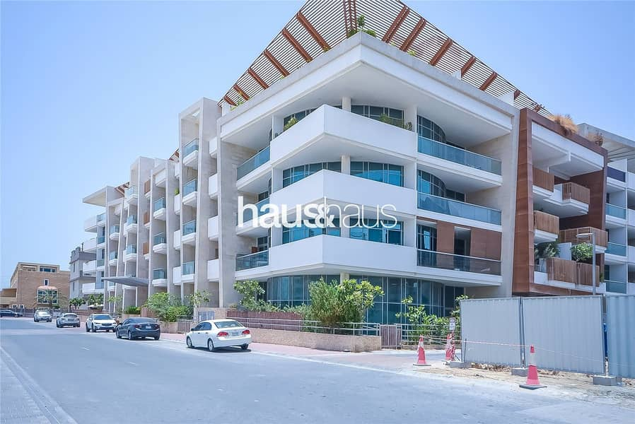 10 Well maintained large Studio with outdoor terrace