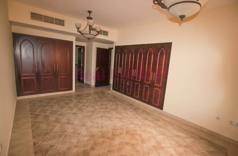 2 Burj Khailfa View|Chiller Free|Bright Apartment