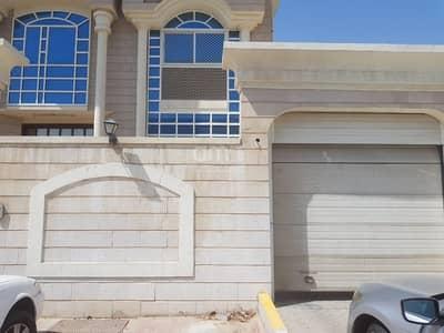 فیلا 6 غرفة نوم للايجار في القرم، أبوظبي - Extensive Villa  Drives Room  Covered Parking