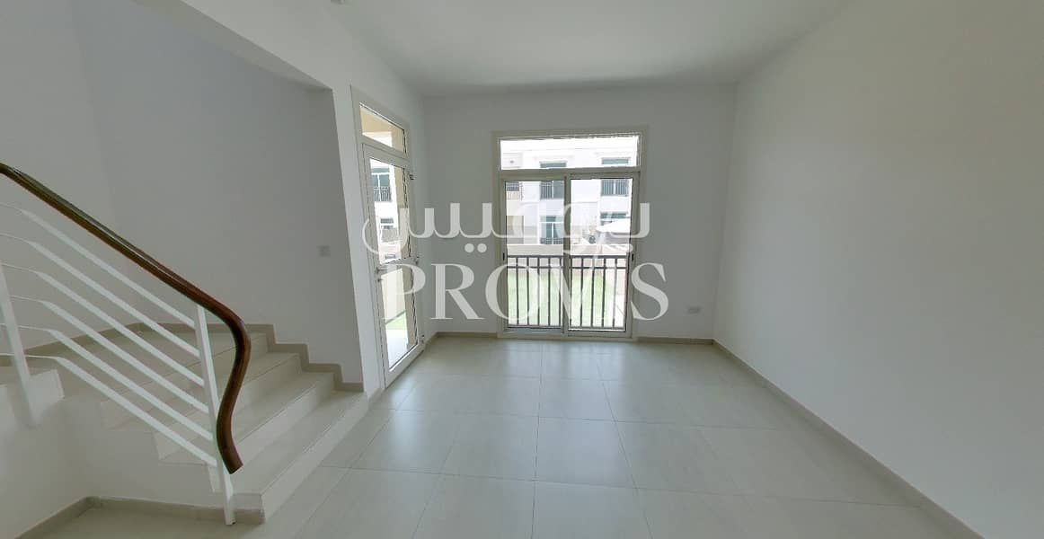3 Chq! Low maintenance living in a peaceful location
