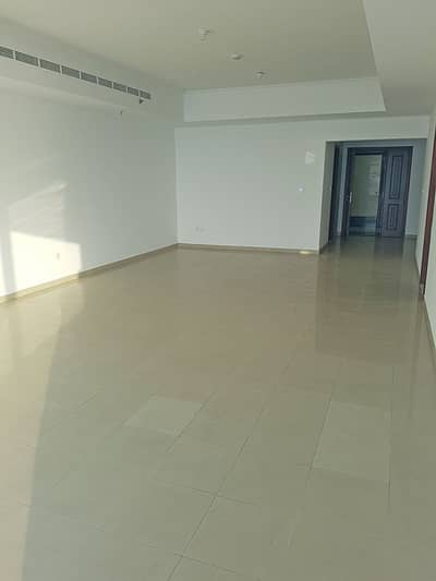 3 Bedroom Apartment for Rent in Dubai Marina, Dubai - Spacious 3 Bedroom Apartment with Sea View and Maids Room for Rent in Dubai Marina - Emirates Crown