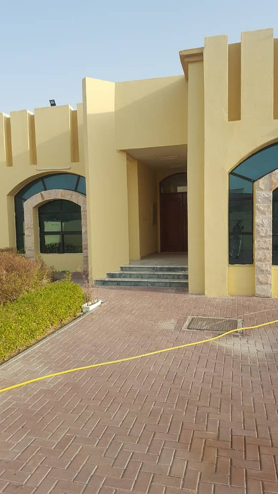 very nice villa for rent 4 master bed at alwarqaa