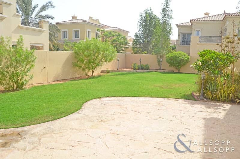 2 Exclusive | Opposite Pool and Park | 3 Bed