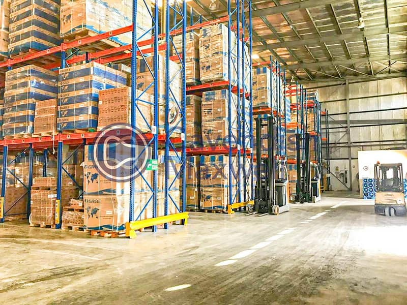 Warehouse with racking system - JAFZA
