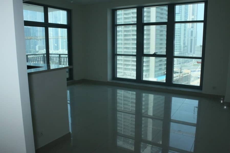 2 Distress Deal! Big Layout 3 BR With Boulevard view