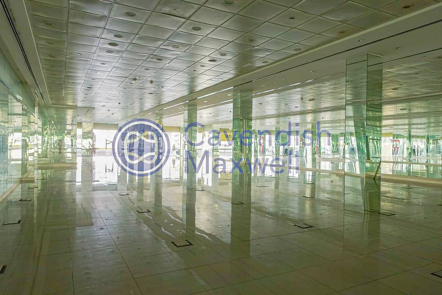 2 SZR- Fitted Showroom - PRICED TO RENT