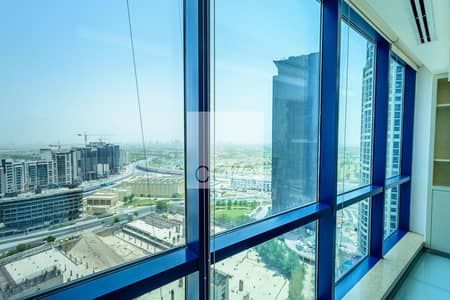 مکتب  للبيع في أبراج بحيرات الجميرا، دبي - Fitted and Partitioned Office | Mid Floor