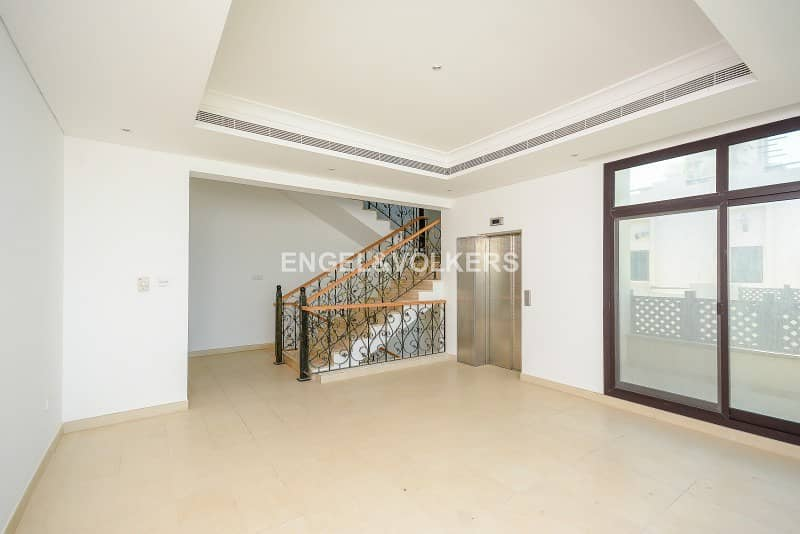 23 13 Months Contract   Villa with Beach access