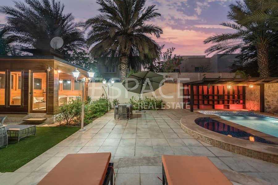 10 Stunning family Villa in Prime Location