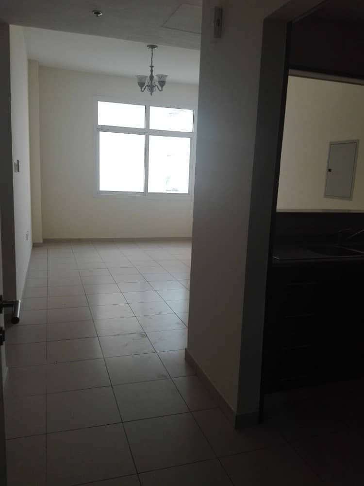32k/4 Only- 1 Bedroom With Balcony  Laundry Room & Parking Bay In Mazaya- Queue Point - Liwan, Dubai