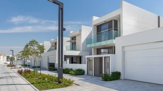 Wonderful Four-Bedroom Contemporary Villa In District One