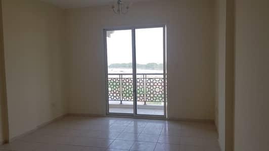 فلیٹ 1 غرفة نوم للايجار في المدينة العالمية، دبي - غرفة نوم واحدة مع منظر جميل وشرفة كبيرة للايجار في مدينة دبي الدولية