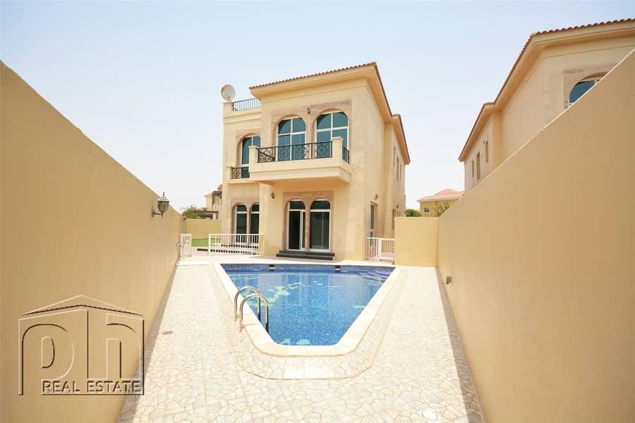 Custom Built Villa In Prime Courtyard With Pool