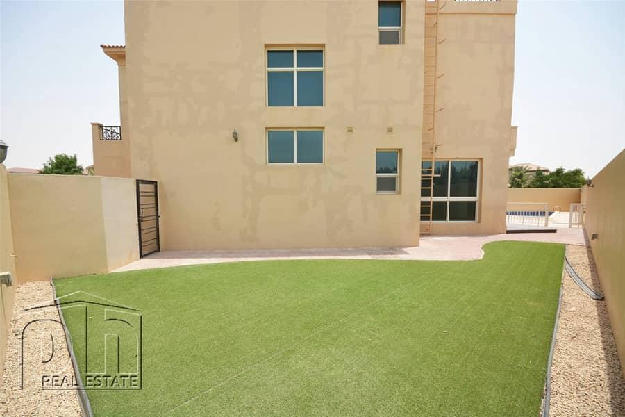 2 Custom Built Villa In Prime Courtyard With Pool
