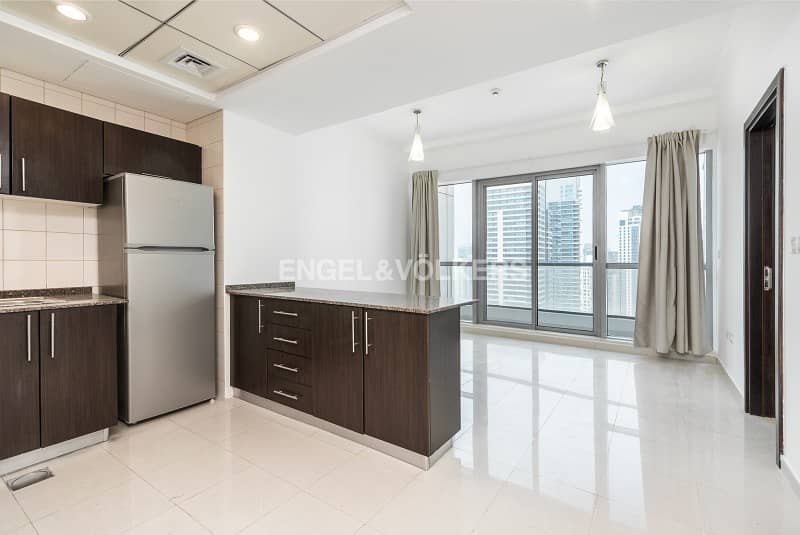 2 High Floor|Nice Layout|Unfurnished|Vacant