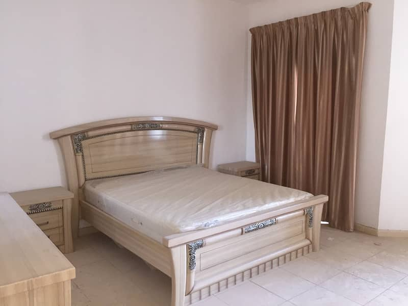 للبيع شقه حجم كبير غرفتين وصاله مع غرفة خادمه في ابراج الخور (1813sqft)