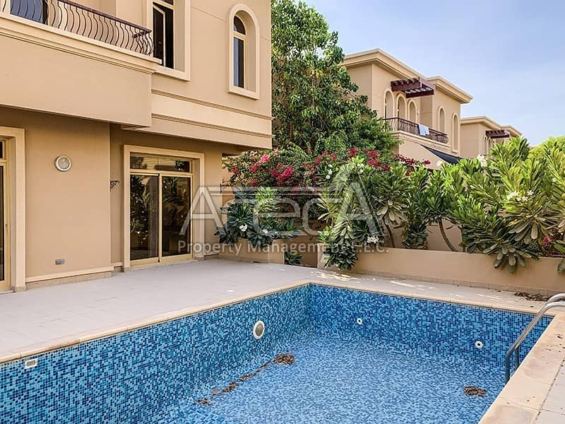 2 Payments! Beautiful 4 Bed Villa with Private Pool! Shared Facilities in Golf Gardens