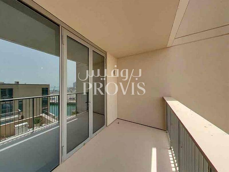 2 A classy apartment with modern facilities! Call us