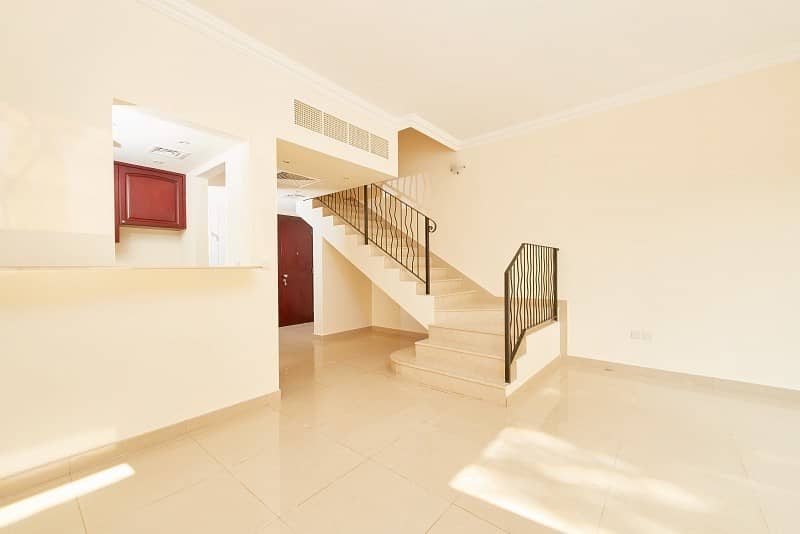 2 Looking for a start home? Two Bedrooms Townhouse near pool