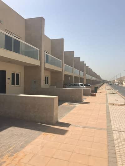 فیلا 3 غرفة نوم للايجار في المدينة العالمية، دبي - فیلا في قرية ورسان المدينة العالمية 3 غرف 85000 درهم - 4190324