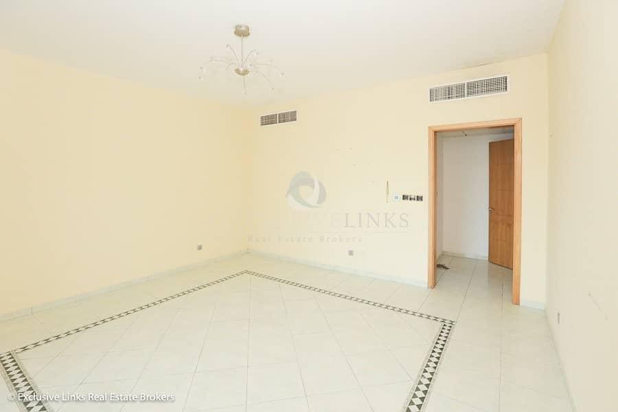 2 Huge 2 bedroom apartment in great location
