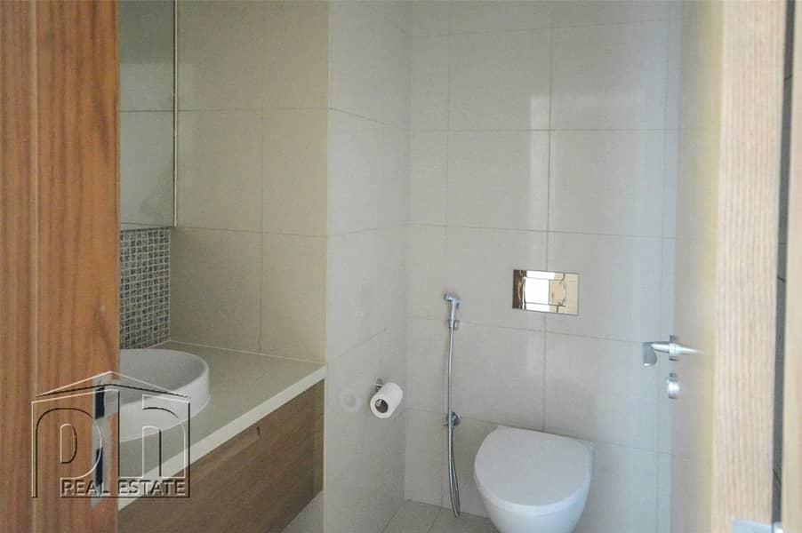 10 Stunning 2 bedroom in Claren Tower 1