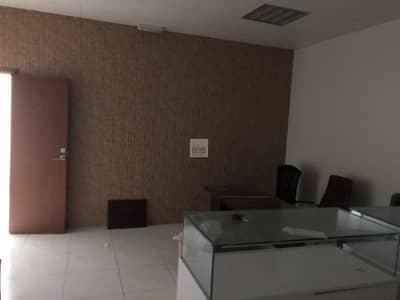 محل تجاري  للايجار في المدينة العالمية، دبي - 527 sqft Fitted & furnished shop available for rent in I-C just for AED 25k