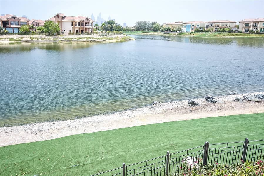 Beautiful Mansion  Vacant  Lake view  Private Pool