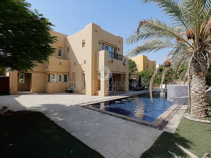 Entertainment Villa for sale with swimming pool