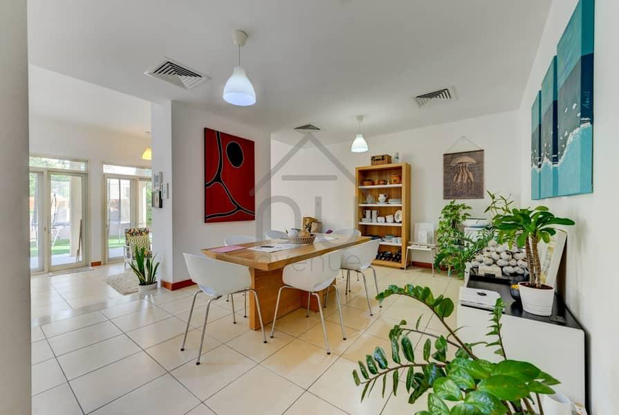 2 5 BR Villa | Immaculate condition | Perfect Location