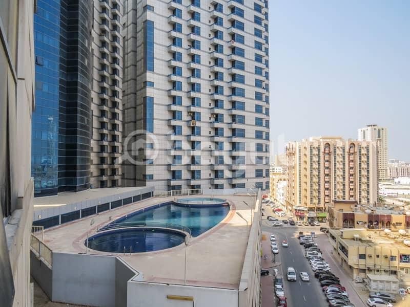 شقة للإيجار ثلاث غرف وصالة بمساحه كبيرة بابراج الفالكون - منطقة  الراشدية