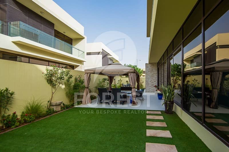 10 5 BR Independent Villa | Vacant | Well-Maintained