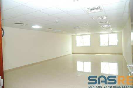 مکتب  للايجار في شارع الشيخ زايد، دبي - Well maintained building next to metro huge office