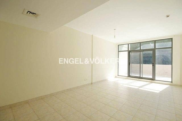 2 Private Courtyard|Well Maintained|Spacious