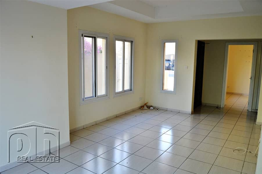 2 Great Location | Close to Meadows Shops and DBS| Immaculate Condition