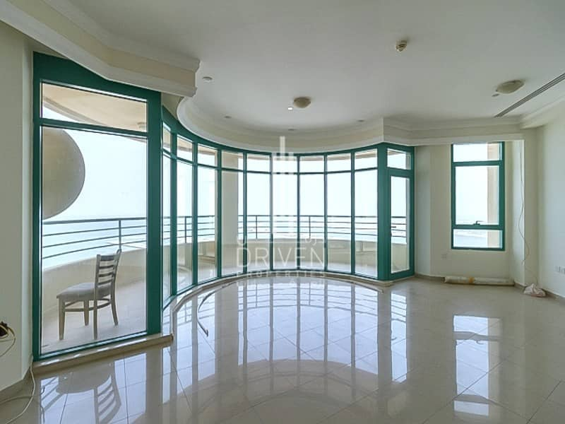 18 Huge 4 Bed plus Maids ROOM with Sea View