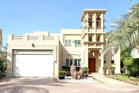 4 Bedroom Villa for Sale in Jumeirah Islands, Dubai - Entertainment Foyer | Dubai Style villa