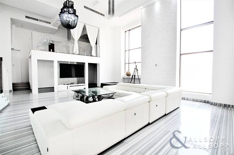 2 2 Bedrooms | Upgraded | Duplex Apartment